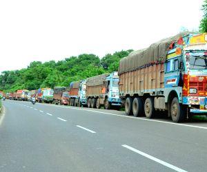 Nagpur : All-India truck, bus strike paralyses transportation