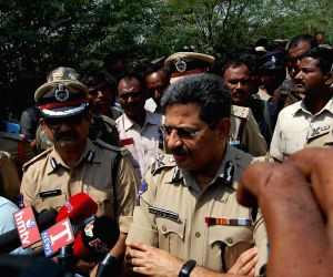 Policeman, two gangsters killed in Telangana gunfight