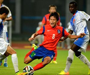 Kim Gyuhyeong (R) of South Korea shoots during the Men's football preliminary match with Cape Verde at Nanjing 2014 Youth Olympic Games in Nanjing