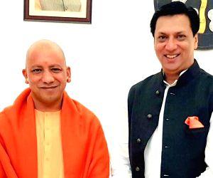 National Award-winning filmmaker Madhur Bhandarkar shared a photograph of himself along with Uttar Pradesh Chief Minister Yogi Adityanath, who turned 47 on Wednesday.