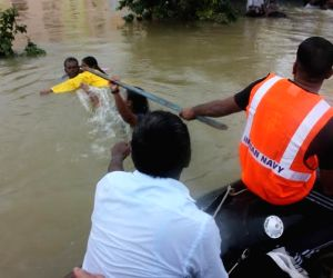 : (041215) Chennai: Chennai floods - Navy team rescue operation