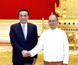 Nay Pyi Taw (Myanmar): Li Keqiang attends a welcome ceremony