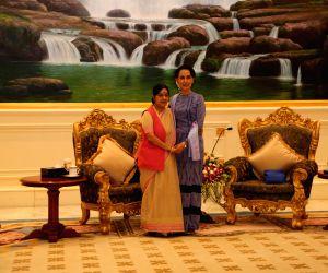 Nay Pyi Taw: Sushma Swaraj calls on Aung San Suu Kyi