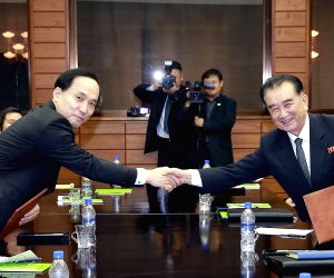 Koreas agree on summit details