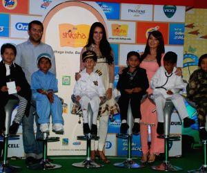 Neha Dhupia, Minissha Lamba, Chetan Bhagat at P&G Shiksha event closure in Chakala on 14th Oct 2010.