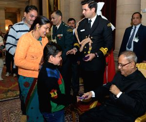 Children meet President Mukherjee on new year