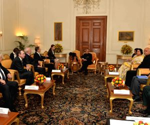 Russian Parliamentary Delegation calls on President Mukherjee