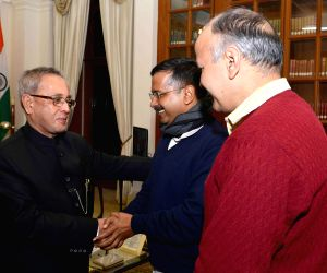 Arvind Kejriwal, Manish Sisodia call on President Pranab Mukherjee