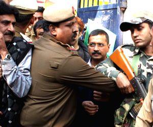 Arvind Kejriwal casts his vote