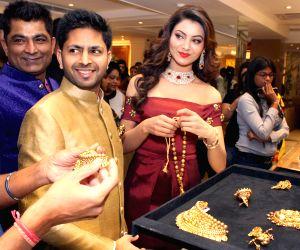 Soha Ali Khan, Sharmila Tagore, Urvashi Rautela at the launch of a jewelery shop
