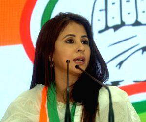 Stars politicians raise glam-quotient at election time