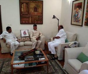 New Delhi: Andhra Pradesh Chief Minister and TDP supremo N. Chandrababu Naidu meets Nationalist Congress Party (NCP) President Sharad Pawar, in New Delhi, on May 19, 2019. (Photo: IANS)