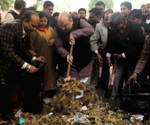 Amit Shah participates in Clean India Campaign