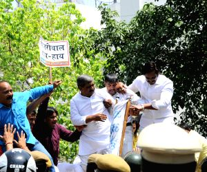 BJP demonstration against farmer's suicide
