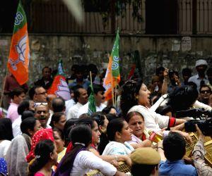 BJP Mahila Morcha demonstration against Somnath Bharti