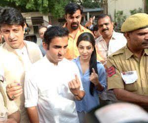 Gambhir, Maken, Lovely cast vote in Delhi