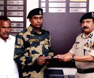 BSF gives Rs 10 lakh to jawan whose house was burnt in Delhi