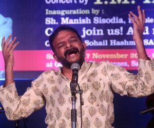 Hundreds gather for Krishna's concert in Delhi