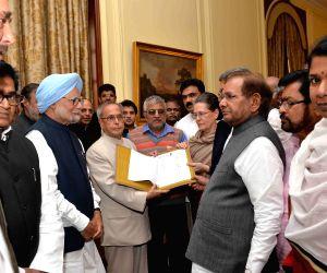 Leaders of 10 political parties call on  President Mukherjee