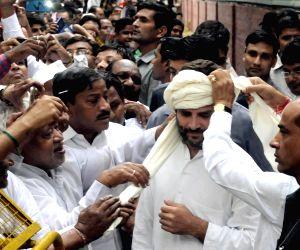 Rahul Gandhi meets sanitation workers