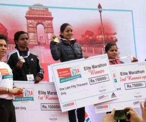 :New Delhi: Cricket legend Sachin Tendulkar and Union Railways Minister Piyush Goyal with the winners of the IDBI Federal Life Insurance New Delhi Marathon in Full Marathon, Women's category - ...