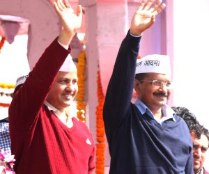 Kejriwal takes oath at Ramlila Maidan