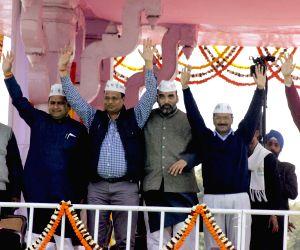 Kejriwal takes oath at Ramlila Maidan