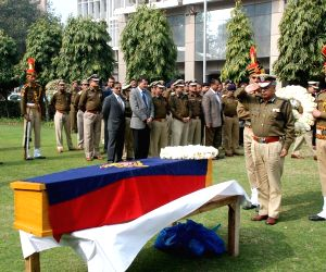 B S Bassi pays last respect to late Constable Ajmer Singh