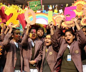 Delhi students welcome 2015