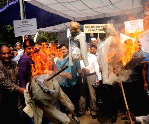 Displaced Kashmiri Pandits burn effigy representing the Kashmiri separatists