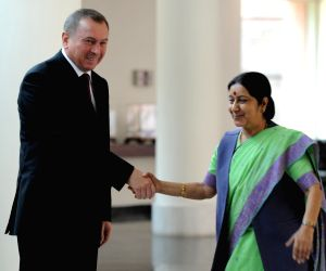 Sushma Swaraj meets her counterpart from Belarus