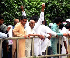 Farmers arrive to meet Sonia Gandhi