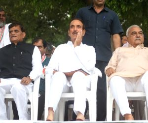 New Delhi: Former Enforcement Directorate (ED) Additional Director, Shamsuddin with Congress leaders Ghulam Nabi Azad and Bhupinder Singh Hooda during a programme where he joined the Congress, in New Delhi on April 17, 2019. (Photo: IANS)