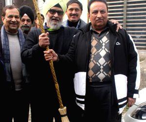 Bishen Singh Bedi participates in Clean India Campaign