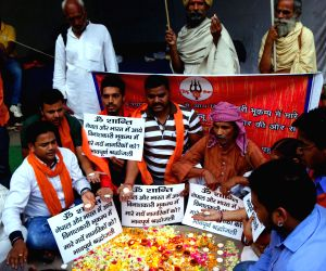 Hindu Sena activists pay tribute to Nepal earthquake victims