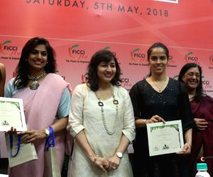 :New Delhi: Indian national badminton coach Pullela Gopichand along with players Saina Nehwal, PV Sindhu and Ficci Ladies Organisation (FLO) President Pinky Reddy during a felecitation programme ...