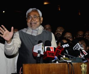 Nitish, Lalu, Mulayam, Sharad call on President Mukherjee