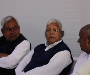 Socialist leaders meet at Mulayam's residence