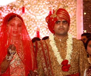 Modi attends wedding of Lalu's daughter with Mulayam's grandnephew