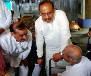Vijender Gupta visits an Old Age Home