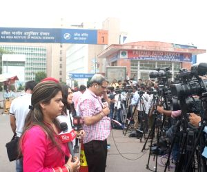 New Delhi: Media persons outside All India Institute of Medical Sciences (AIIMS) where Former Finance Minister and senior BJP leader Arun Jaitely passed away after prolonged illness, in New Delhi on Aug 24, 2019. (Photo: IANS)
