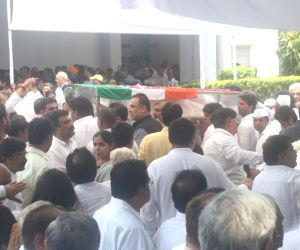 New Delhi: People pay tribute to former Delhi Chief Minister Sheila Dikshit at Congress headquarter in New Dlehi on July 21, 2019. (Photo: IANS)