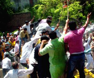 Policemen charge water cannons on BJP workers