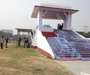 Preparations for Kejriwal's swearing-in ceremony underway at Ramlila Maidan