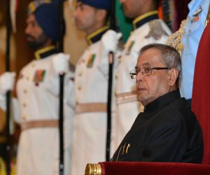 President Mukherjee with the recipients of the Indira Gandhi National Service Scheme Awards 2013-14