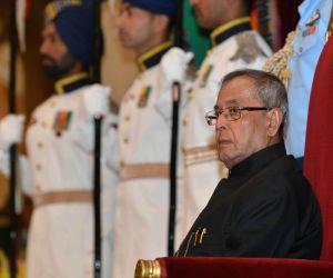 President Mukherjee with the recipients of the Indira Gandhi National Service Scheme Awards 2013-14
