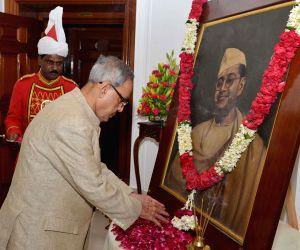 President Pranab Mukherjee paying tribute to Netaji Subhash Chandra Bose