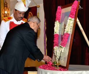 President Mukherjee pays tribute to Giani Zail Singh