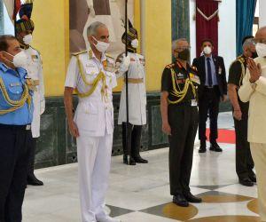 New Delhi: President Ram Nath Kovind greets Chief of Defence Staff (CDS) & Secretary Department of Military Affairs General Bipin Rawat, Chief of the Army Staff General Manoj Mukund Naravane, Chief of Naval Staff Admiral Karambir Singh and Chief of t
