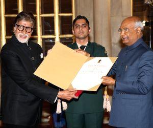 Amitabh Bachchan receives Dadasaheb Phalke Award